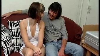 salope  brunette baise avec son frere