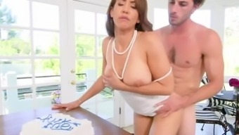 Sexy Busty Mommy Isis Love