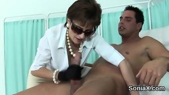 Unfaithful british mature lady sonia displays her massive bo