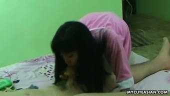 This exotic hotel maid is really great at giving erotic massage