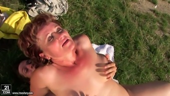 Short haired ugly busty old country nympho gives hot rimjob outdoors