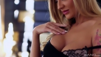 Just perfect busty blondie Kayla Green is pro in teasing man with BJ