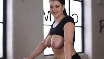 Sporty raven haired bitch Cherry Blush shakes her yummy boobs while riding fitness machine