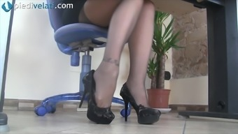 While in the office this naughty girl exposes her pretty feet