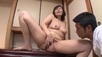 stepmom hitomi masturbates for the guy