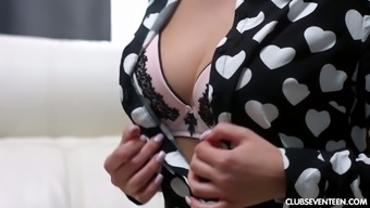 19 yo babe Katarina allows her boyfriend to penetrate anal hole