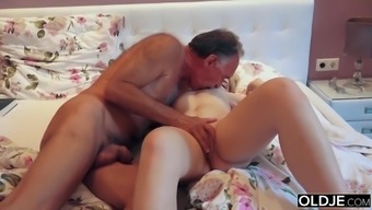 18 yo girl kissing and fucks her step dad in his bedroom