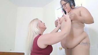 Squirt Queen Selah Rain vs. Queen Spit