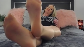 Cougar pantyhose feet 1