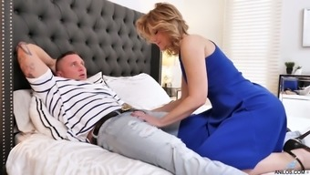 Lucky bastard is woken up with a sensual blowjob given by curvy Alby Daor