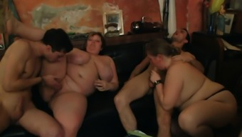 Plumper gangbang group orgy at bbw party