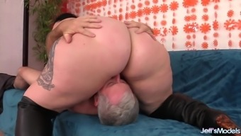 Fat Calista Roxxx Gets Licked and Dicked