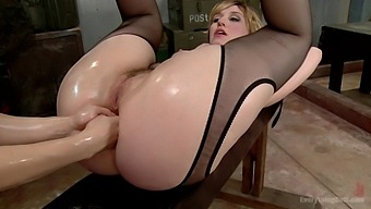 Anal fisting with seductive pornstars Proxy Paige and Lea Lexis