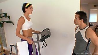 Teen Eva Sinn gets her wet pussy fucked balls deep in the gym