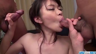 Top porn along slim Japanese milf, Akubi Yumemi