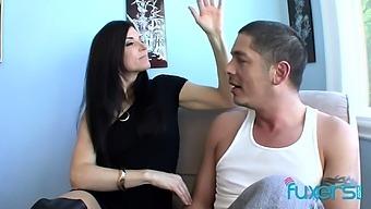 Lucky guy fucks his horny aunt